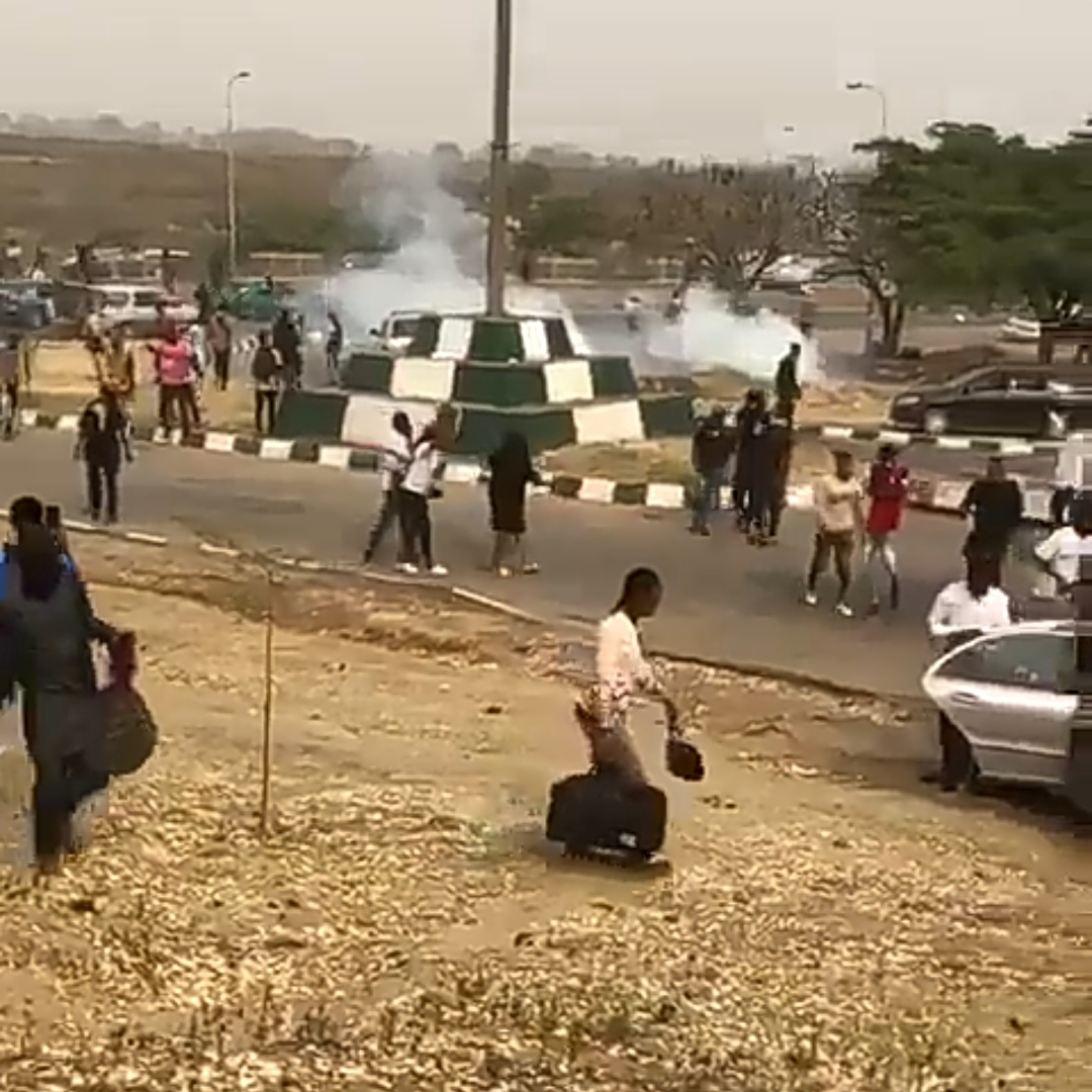 Law enforcement agencies disperse student protesters with tear gas